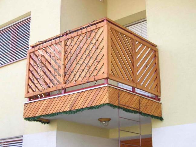 dreveny_balkon-m